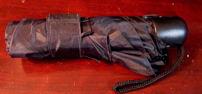 nwot shed rain essentials manual open umbrella